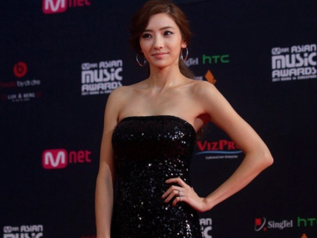 http://chanyoo.files.wordpress.com/2011/11/rc-mama-2011-han-chae-young.jpg